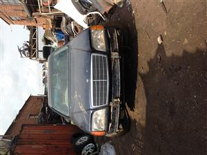 Stripping Mercedes-Benz S500 W140 1995 for Spares