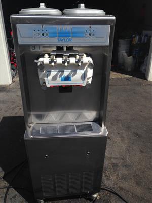 Taylor 794-33 Soft Serve Yogurt Machine -Air Cool