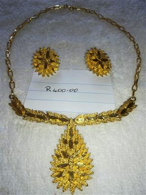 Gold Necklace & Earings