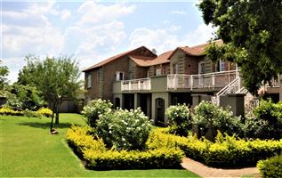 To Let: Fully Furnished 2 Bedroom Apartment in Equestria, Pretoria East.