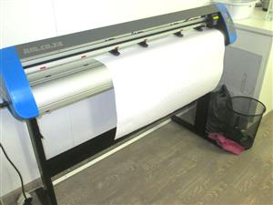 V3-447 V-Smart Contour Cutting Vinyl Cutter 440mm Working Area, plus VinylCut Software