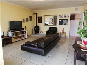 3 Bedroom House For Sale in Belhar,Musicals