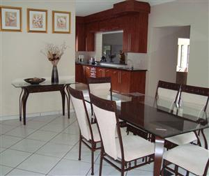 6 Seater Dining Room with Server