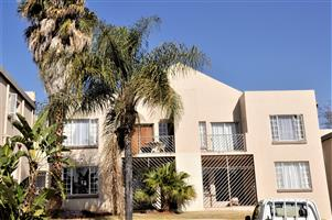 To Let: Unfurnished 2 Bedroom Apartment in Garsfontein.