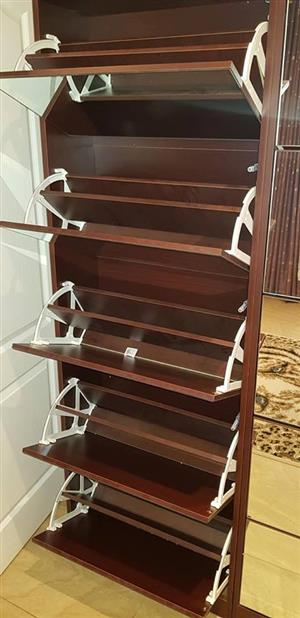 Dark wooden shelf cabinet