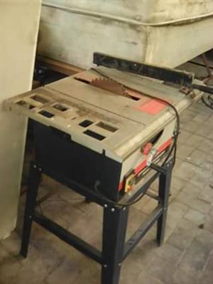 Table cutting saw
