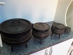 three leg pots (drie been potte) steel / iron