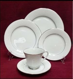 NORITAKE TAHOE 75 PIECE DINING SET FOR SALE