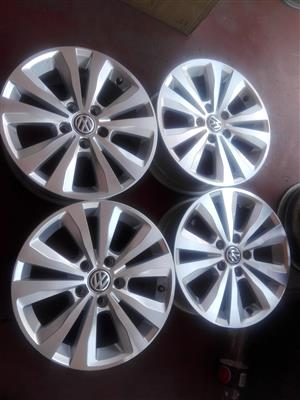 Golf 7 original alloy mags size 16 aset still in good condition