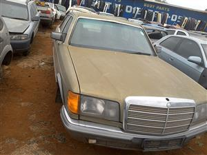 stripping mercedes benz 126 for spares with v8 engine