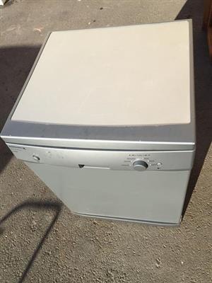 Kelvinator metallic Dishwasher