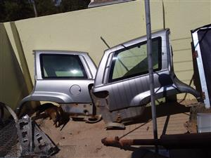 2002Jeep Grand Cherokee stripping for spares interior fenders