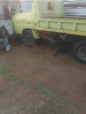 Toyota dyna tipper truck