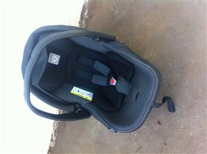 Peg Perego baby car seat with isofix base
