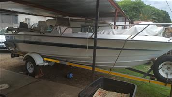 19ft Vagabond center console boat