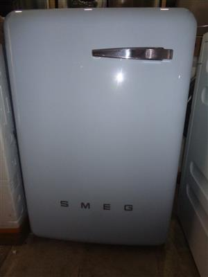 New Smeg WMFABPB-2 50's Retro A++ 7Kg 1400 RPM Washing Machine Pastel Blue on clearance sales promotion