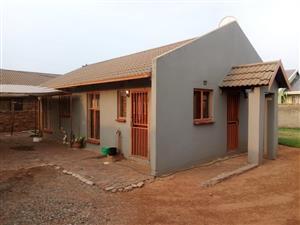 3 bedroom spruitview home for rent