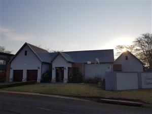 3 BEDROOM HOUSE IN UPMARKET ZAMBEZI COUNTRY ESTATES IN MONTANA PRETORIA