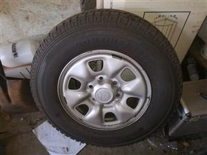 Toyota hilux rims with tires in excelent condition