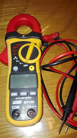 Compact AC clamp meter