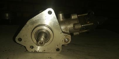 MAHINDRA maxi truck diesel pump