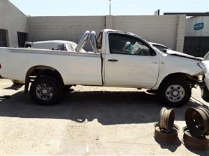 TOYOTA HILUX 2.5 D-4D 4X4 - STRIPPING FOR SPARES