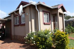 Snazy Modern Family Home For Sale in Amandasig Ext 74