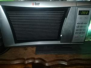 Bauer 32 L microwave for sale R500 onco