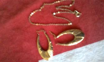 9carat gold earings and anckle chain