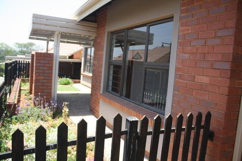 2.0 bedroomTo Rent   in Olivedale