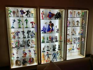 Vertoon Kaste /Display Cabinets  - Ornaments and Model Display Cabinets Beautiful Quality , Unrestricted view.