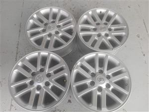 Toyota Hilux srx and GD6 original alloy mags size 17 Aset