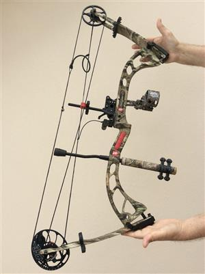 Unused compound bow with bag and portable foam target