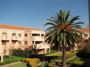 SANDOWN - Stunning 3 bed 2 Bath, 1st floor spacious apartment in magnificent sought after safe complex.  2 Underground parking bays.