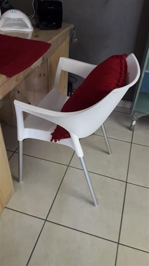 Nail Table with Rack and 2 Chairs