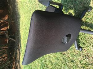 Black office chair in perfrct working order