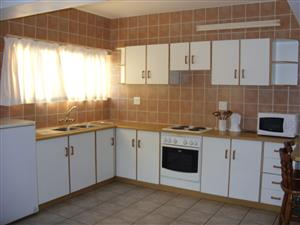 ST MIKE'S UVONGO FURNISHED ONE BEDROOM GROUND FLOOR FLAT IMMEDIATE OCC R4500 PM SHELLY BEACH