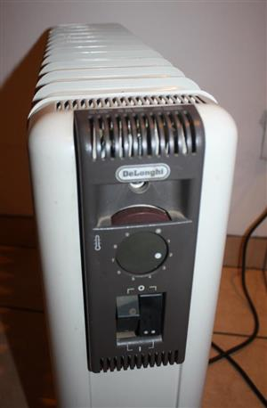 Delonghi - 12 Fin Oil Heater