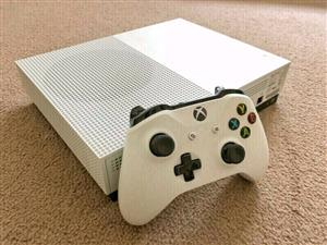 Xbox one s 500gb R3500   1 year warranty   with x1 controler