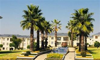 Broadacres - Upmarket 2 bedrooms 1 bathroom apartment available R8500