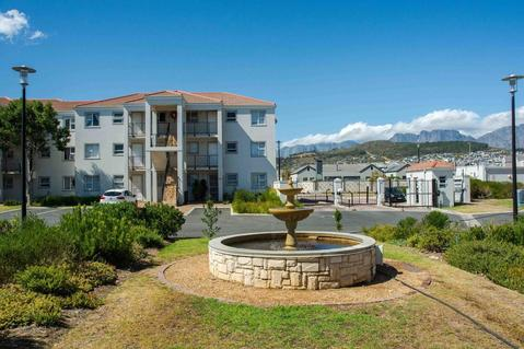 2 Bedroom Apartment For Sale in Heritage Park, Somerset West