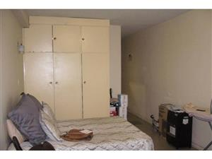 Yeoville open plan bachelor flat to rent for R2800