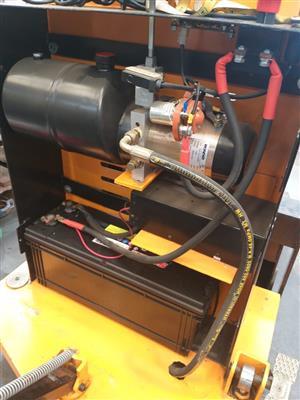 Electric hydraulic stacker