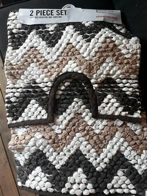 2 Piece brown and white bathroom set