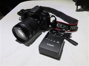 Canon EOS 70D with 18-135mm IS Lens LIKE NEW