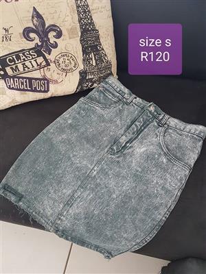 Size small light denim skirt