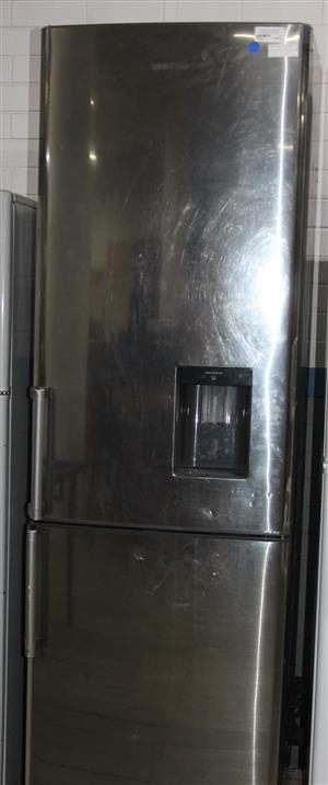 Samsung fridge with water dispenser and ice pack S032882A #Rosettenvillepawnshop