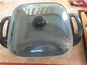 Electric frying pan - almost new
