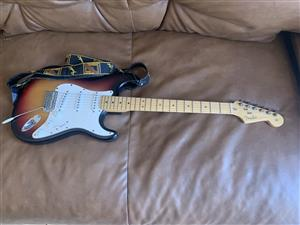 Guitar - Fender USA 🇺🇸 and Roland Cube 60 amplifier