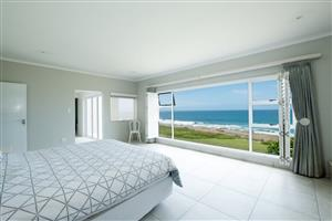 Stunning upmarket beach front self catering holiday home in Uvongo
